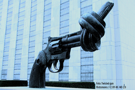 """Twisted Gun"" vor der UN in New york. Foto: Flicksmores / CC BY-NC-ND 2.0"