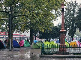 Belgrad: Geflüchtete campen im Park. Foto: Franziska Pilz
