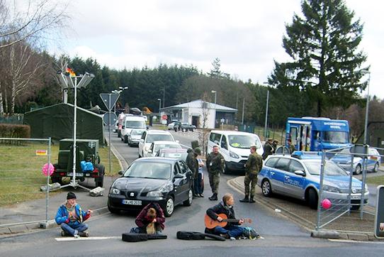 Büchel65: Blockade am 2. April 2015. Foto: www.buechel-atomwaffenfrei.de