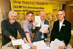 1,8 Tonnen Beschwerden gegen das AKW Hinkley Point C: Pressekonferenz im November 2015 Foto: EWS Schönau