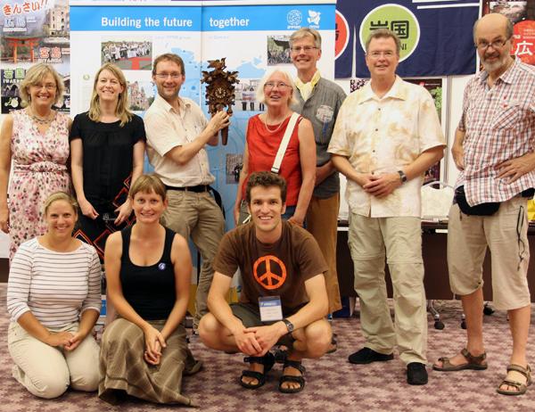 Die IPPNW-Ärztedelegation der deutschen Sektion mit den Gastgeschenken