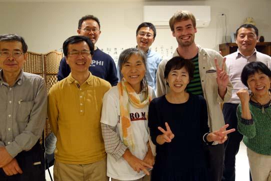 Patrick Schmidt bei einem gemeinsamen Abendessen mit AnwohnerInnen Fukushimas und MitarbeiterInnen der Fukushima Collaborative Clinic. Foto: Patrick Schmidt