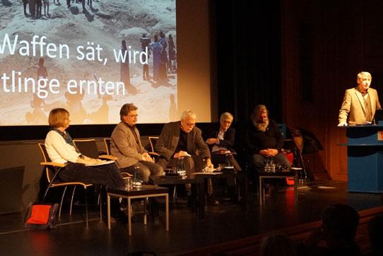 """Rüstungsexport und Waffenhandel: Wer Waffen sät, erntet Flüchtlinge"""" Veranstaltung in der Berliner Urania am 27.01.2016, Foto: Christine Hoffmann"""