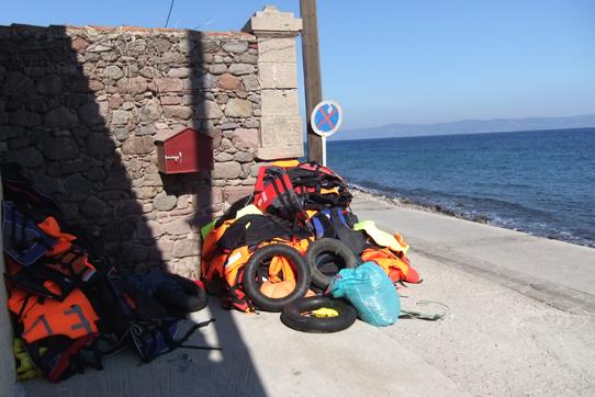 Auf Lesbos: Schwimmwesten säumen den Strand