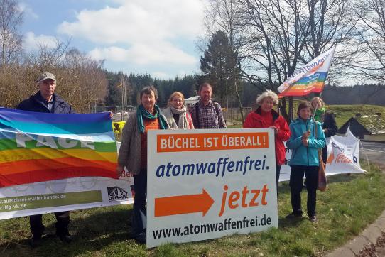 """Erste Woche der Kampagne """"20 Wochen gegen 20 Bomben"""" in Büchel, Foto: atomwaffenfrei.jetzt"""