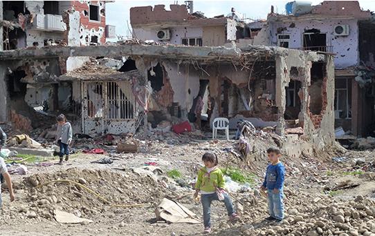 Die Menschen veruchen sich in den Trümmern einzurichten. Foto: privat