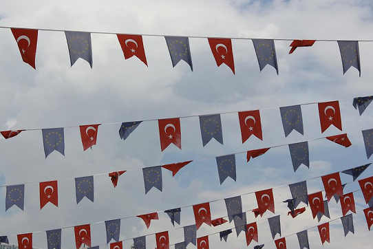 Flaggen am Taksim in Istanbul, 2013. Foto: David/CC BY-NC-ND 2.0