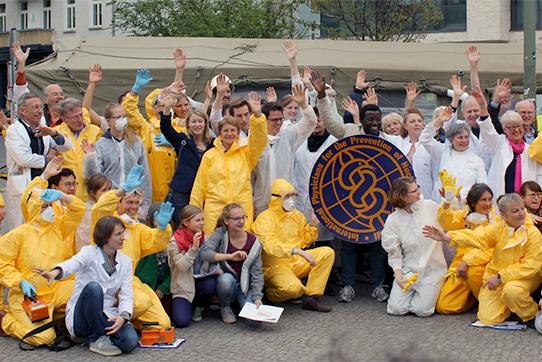 Global Wave im April 2015: Weltweit setzten Menschen ein Zeichen gegen Atomwaffen. Foto: IPPNW