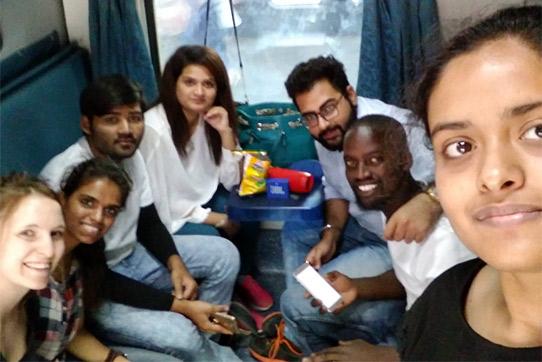 Im Nachtzug von Delhi nach Mumbai mit einigen indischen Studierenden