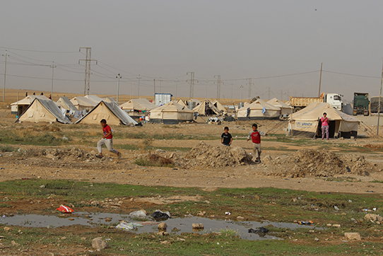 Flüchtlingscamp Xanki wo etwa 70.000 Flüchtlinge in schlechten dünnwandigen Zelten leben.