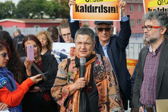 Vor Gericht: Sebnem Korur Fincanci und Erol Önderoglu im November 2016. Foto: TIHV