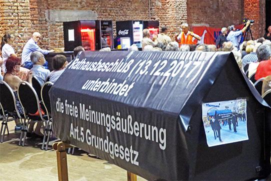 """""""Meinungsfreiheit in Gefahr,"""" Foto: Angela Krause"""
