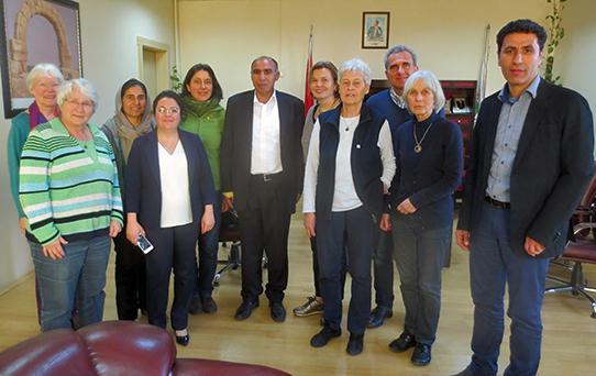 Die Delegation trifft Emrullah Cin in Viransehir. Foto: privat